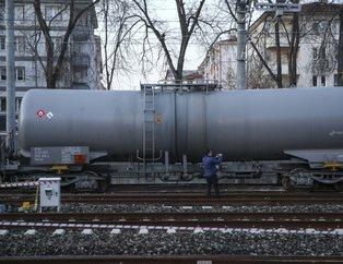Ankara'da yakıt taşıyan yük treninin vagonları raydan çıktı