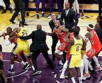 LeBron Jamesin maçında yumruklar konuştu!