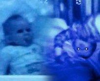 Bebeğinin odasına kamera koydu! Görüntüler kan dondurdu