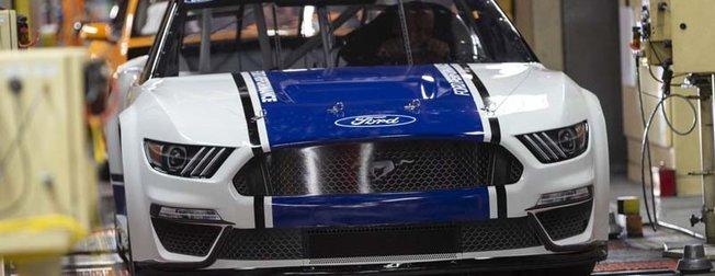 2019 Ford Mustang Monster Energy Nascar tanıtımı yapıldı