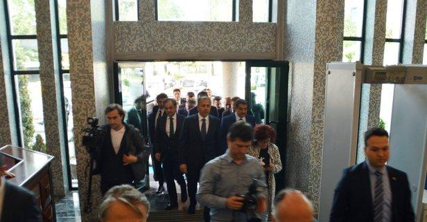 Vali Yerlikaya İBB binasına geldi
