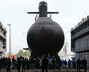 Rusyanın yıllardır sakladığı denizaltısı dünyaya tanıtıldı