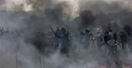 Yunanistan'da göçmenlerle polis arasındaki gerginlik sürüyor