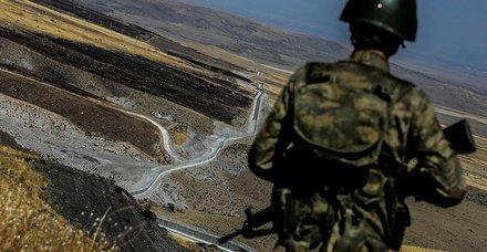Mİlli Savunma Bakanlığı, Van, Hatay ve Hakkari sınırında silah ile uyuşturucu ele geçirildiğini duyurdu