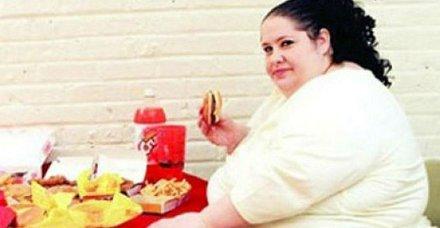 Beyaz tenli kadınların dikkatine! Obezite ve kanser...