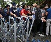 Barikatları yıkıp polisin üzerine yürüdü!