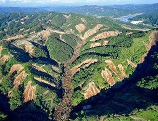Deprem dağları devirdi!