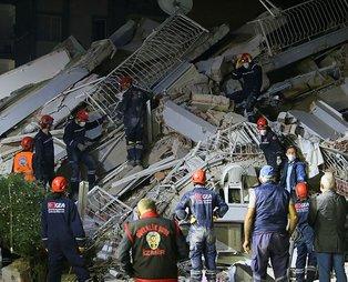 İzmir'deki depremde 2 bin 101 arama kurtarma personeli görev yapıyor