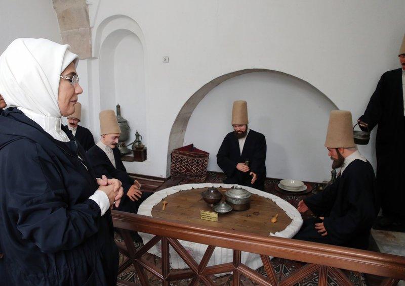 Emine Erdoğan, Afyonkarahisar'da tarihi ve turistik yerlerde incelemelerde bulundu