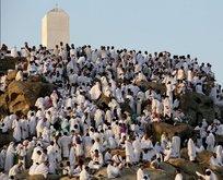 Hacı adaylarının Arafat'a intikalleri başladı