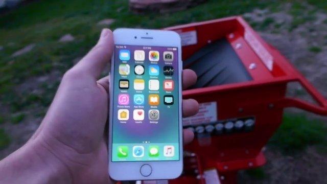 Önce iPhone Xi blenderda parçaladı sonra suyunu içmeye kalkıştı