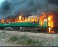 Pakistan'da tren yangını faciası: Çok sayıda ölü var