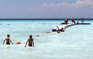 Ne Antalya ne Bodrum... Plaj dolup taşıyor