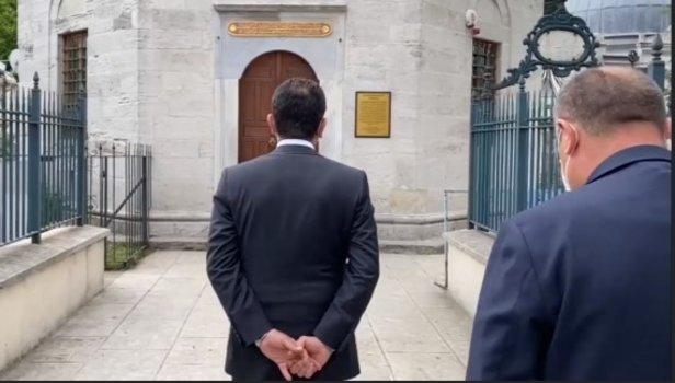 CHP'li İBB Başkanı İmamoğlu'nun ciddiyetsiz türbe ziyaretine ...