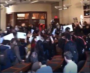 Harvard'da İsrail büyükelçisine protesto!