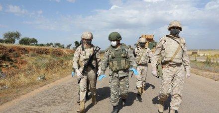 Son dakika: İdlib'deki M4 Karayolunda 14'üncü Türk-Rus Birleşik Kara Devriyesi icra edildi
