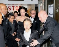 Angelina Jolie çocuklarıyla yemek yedi