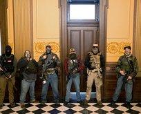 Silahlı protestocular Michigan Eyalet Meclisi'ni bastı!