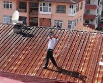 Megafonla çatıya çıktı! Tüm ilçe ayağa kalktı…