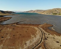 Kuraklık nedeniyle baraj yaklaşık 20 metre çekildi