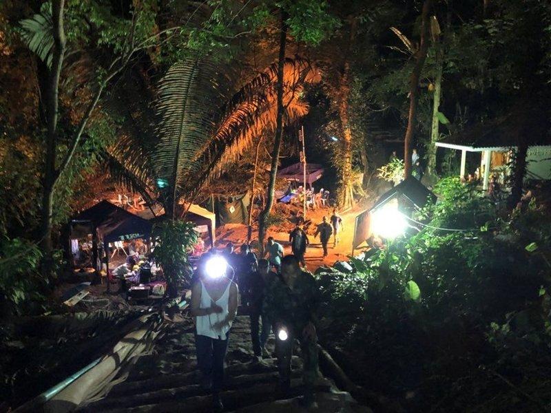 Taylandda mutlu son: 12 çocuk ve antrenörleri kurtarıldı