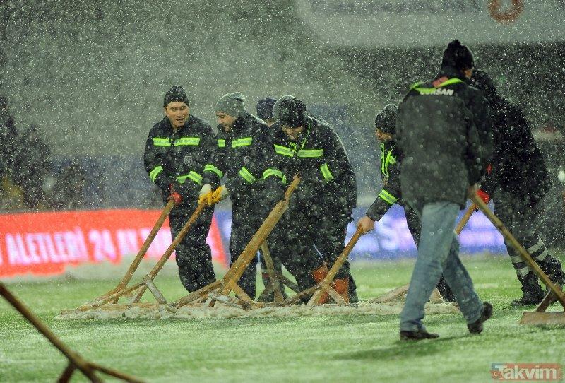 Son dakika: Medipol Başakşehir - Bursaspor maçı tatil edildi