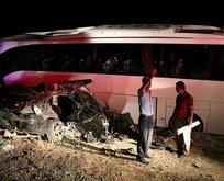 Vanda otobüs ile otomobil çarpıştı: 5 ölü, 18 yaralı