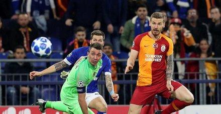 Galatasaray Schalke karşısında harakiri yaptı