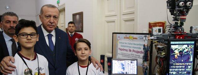 Başkan Erdoğan öğrencilerin projelerini inceledi