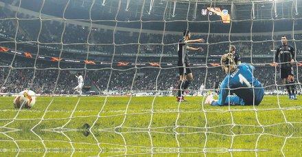Beşiktaş evinde Genk'e 4-2 mağlup oldu 2. yenilgisini aldı