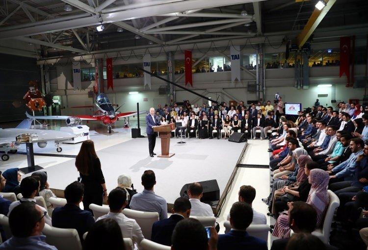 Cumhurbaşkanı Erdoğan gençlerle Atak Helikopteri ile ilgili görsel sonucu