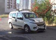 Sivas'ta hafif ticari araç ile otomobil çarpıştı: 4 yaralı
