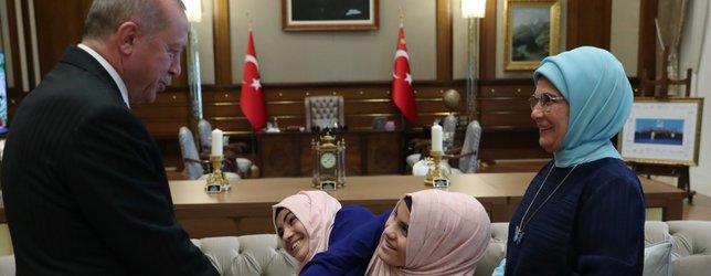 Başkan Erdoğan, siyam ikizlerini kabul etti
