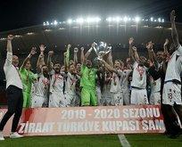 ZTK şampiyonu Trabzonspor kupasını aldı