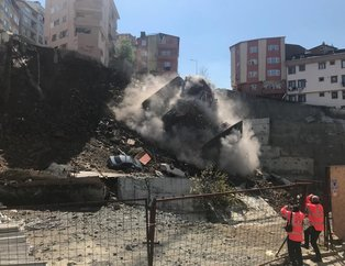 Kağıthane'de 4 katlı bina canlı yayında çöktü!