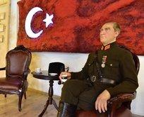 İzmirde Atatürkün hiperreal heykeli sergilenmeye başladı