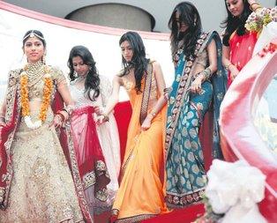 Hintliler düğüne geliyor