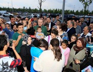 Cumhurbaşkanı Erdoğan Zeytinburnu'nda iftarı bekleyen vatandaşlarla sohbet etti