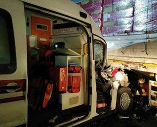 Sakarya'da hasta taşıyan ambulansın da karıştığı zincirleme kaza! Yaralılar var...