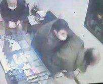 Kağıthane'deki bıçaklı saldırı kamerada