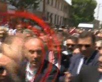 CHP'liler 'Rabia' işareti yapan vatandaşa saldırdı