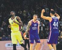 Efes Barça'yı yıktı avantajı kaptı