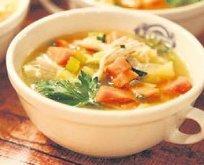 Boğaz ağrısına tavuk suyu çorba