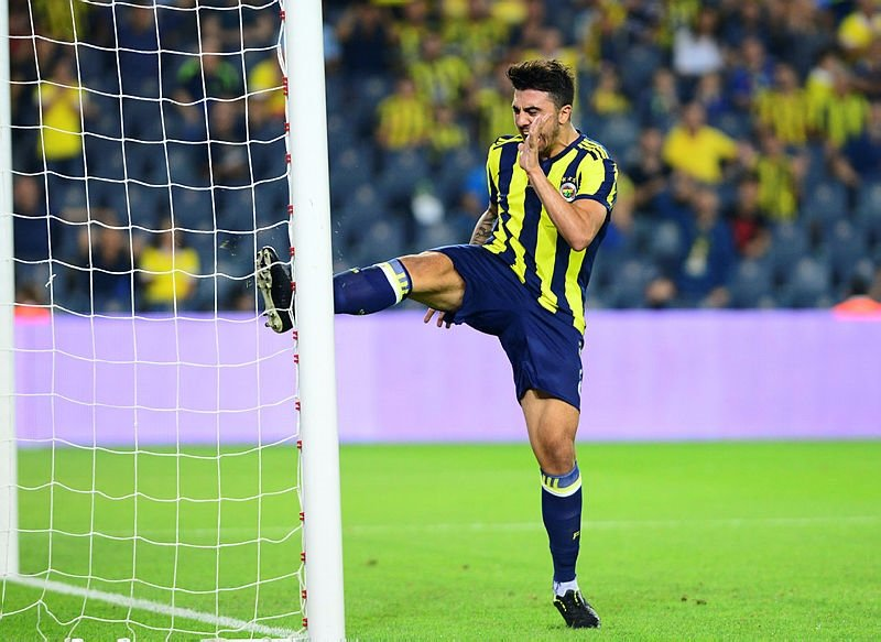 Fenerbahçede 8 isim ile yollar ayrılıyor