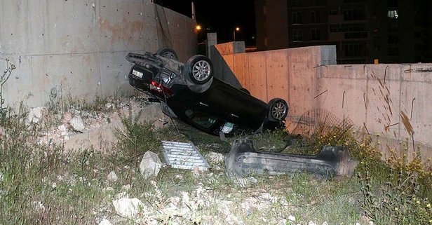 Korkulukları aştı ters döndü! İzmir'de feci kaza