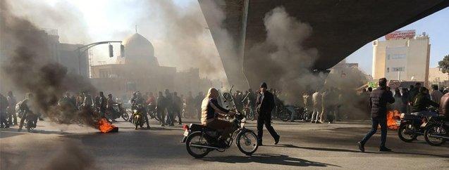 6 soruda İran'da neler oluyor?