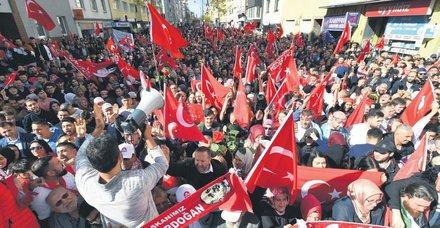 Başkan Erdoğan Köln'de Türk vatandaşlara seslendi