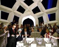 Şehitler Anıtı dualarla açıldı