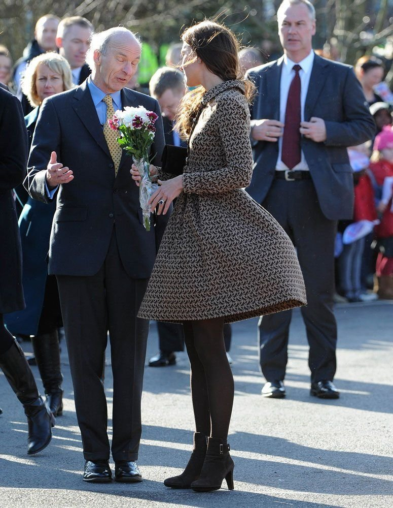 Kate Middleton rüzgarın azizliğine uğradı