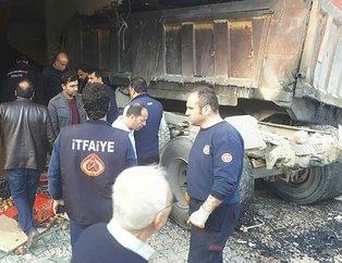 Kahramanmaraş'ta korkunç kaza! Freni boşalan asfalt yüklü kamyon kuaföre daldı